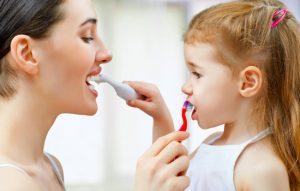 Odontopediatria primeira escovação